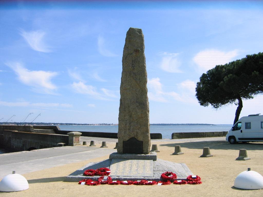 LE MONUMENT COMMÉMORATIF DU COMMANDO©