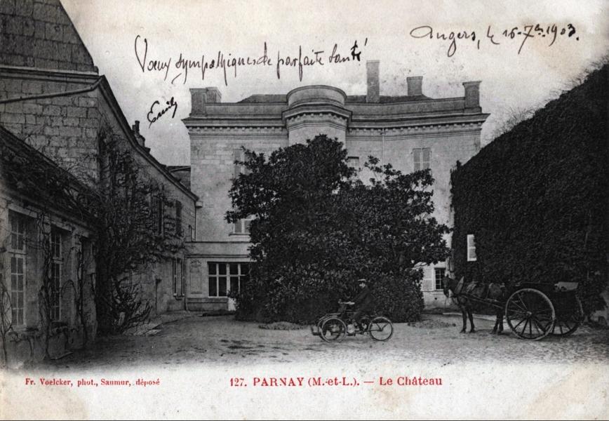 CHÂTEAU DE PARNAY©
